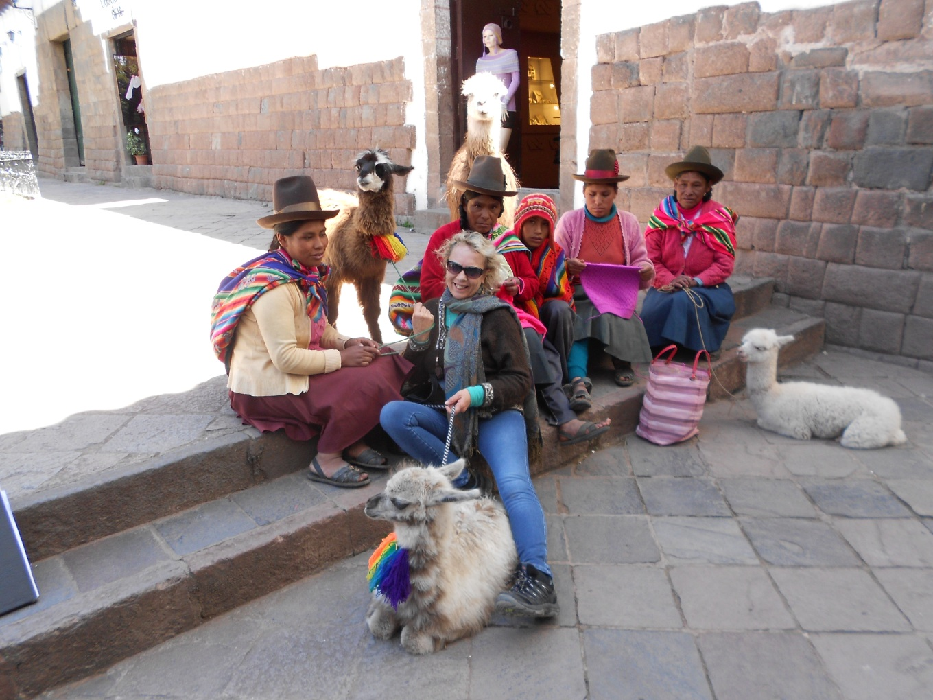 Cuzco art, mamacitas and llamas 017.JPG